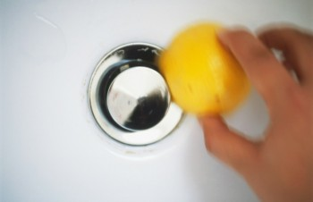 10-tips-that-will-help-clean-your-bathroom-like-a-pro8