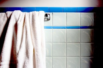 10-tips-that-will-help-clean-your-bathroom-like-a-pro9