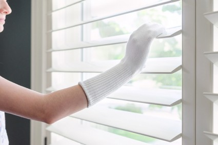 dust-blinds-with-socks-425x283