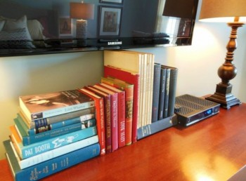 use-stacks-of-books-to-hide-TV-cords-and-wires-via-Love-Coming-Home-600x443